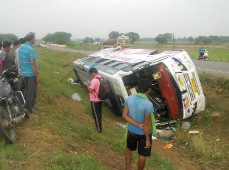 tourist bus accident, jajpur dharmasala
