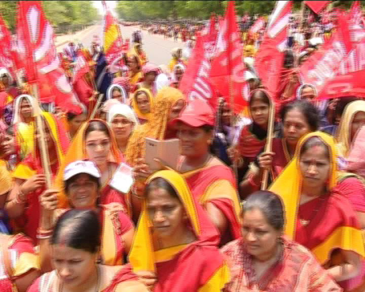 nikhila odisha aanganwadi worker strike