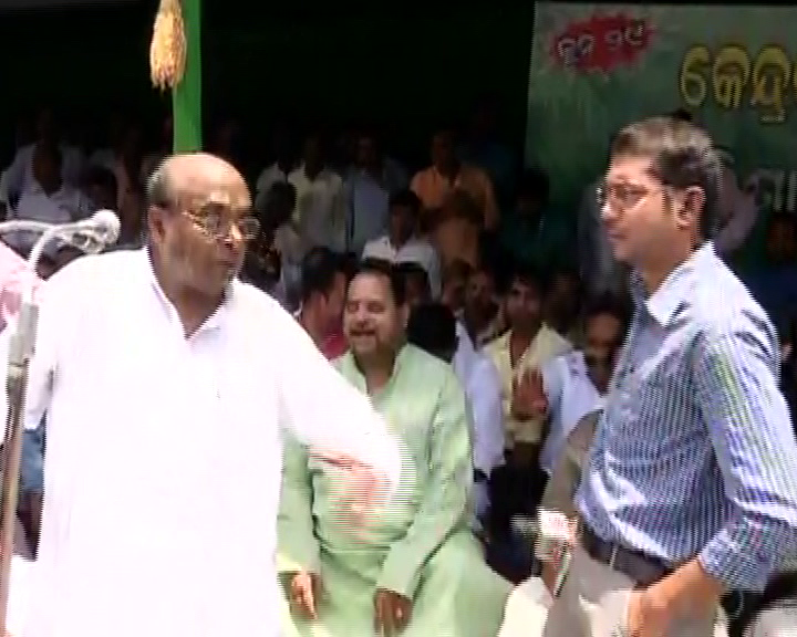 dama rout oppose journalist