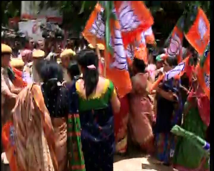 mahila morcha protest in papu issue