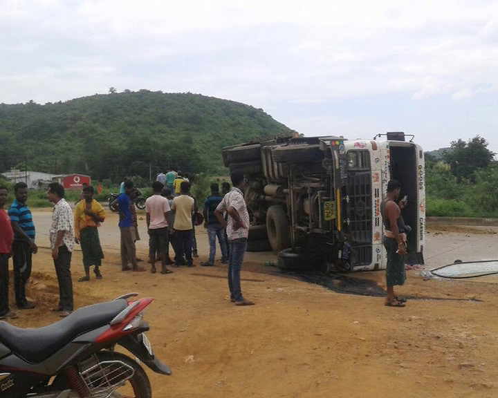 troler accident with school auto in bermhapur ,-