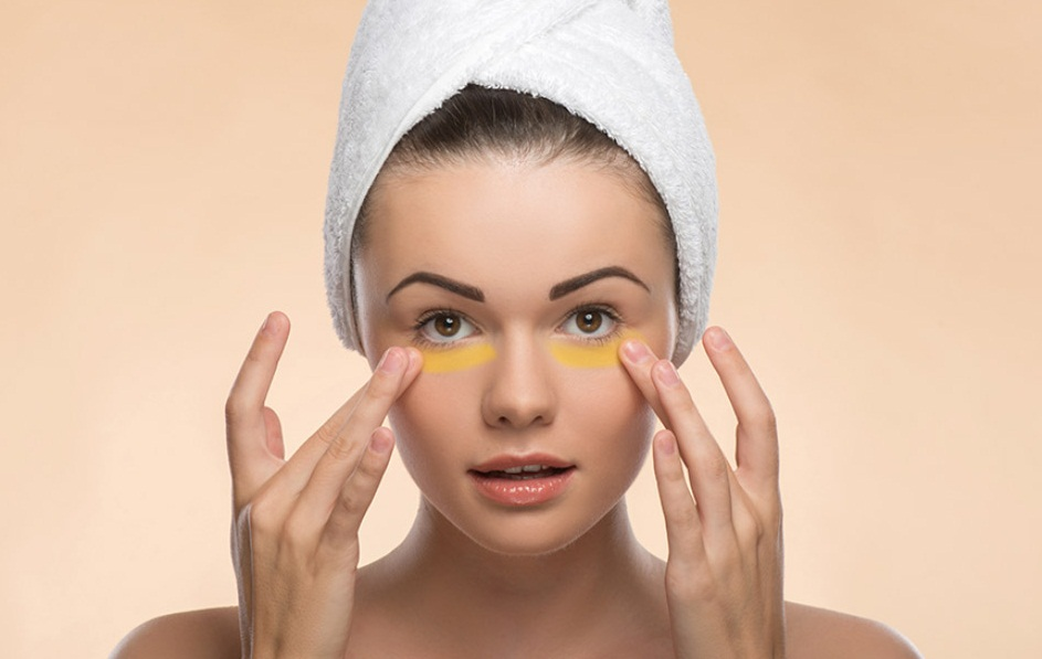 Try-Applying-Turmeric-Paste-Around-Your-Eyes-