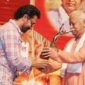 Aamir Khan receives award