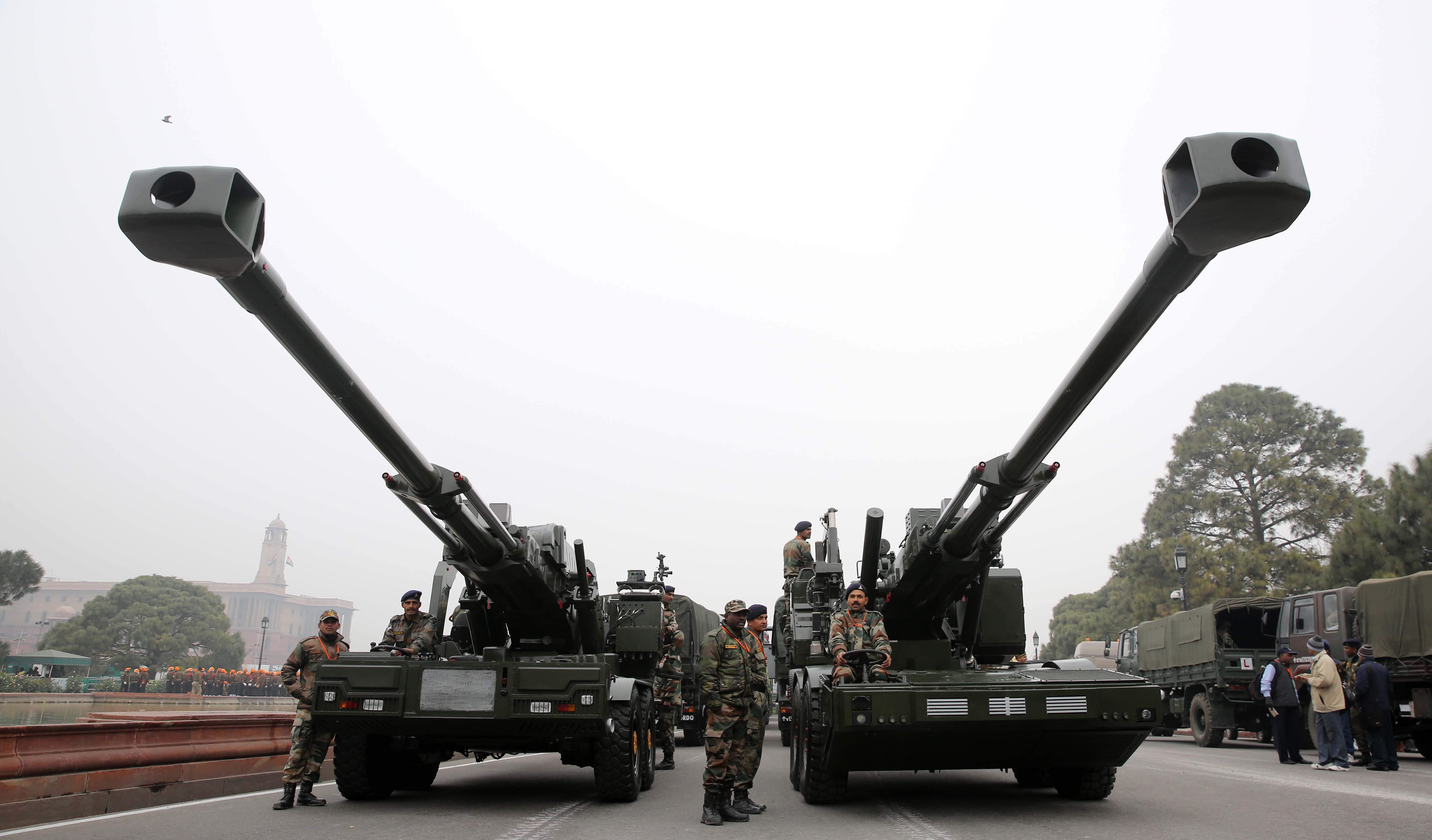 Modern M777 howitzer artillery guns