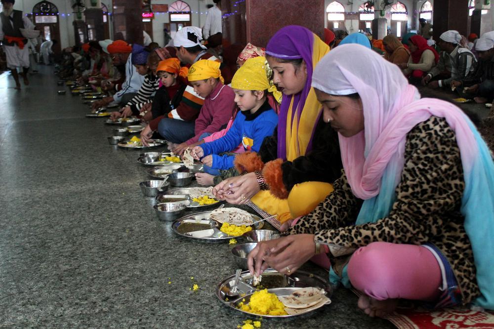 benefits of eating food sitting in floor