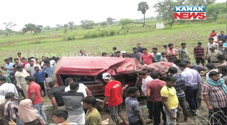 truck-bolero accident in nh 55 near nadera , dhenkanal