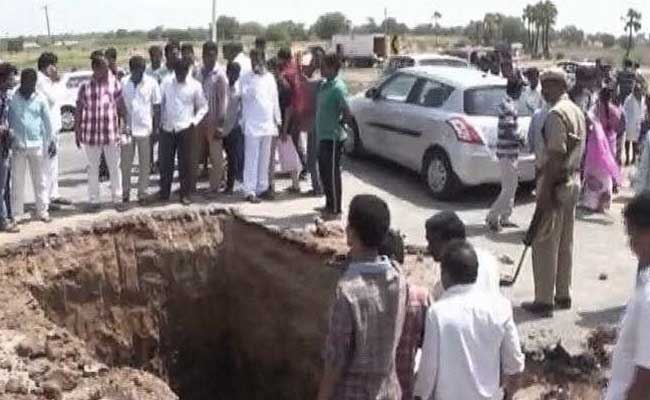 hyderabad-highway-dug-up_650x400_81496743494