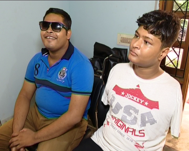 Damdar Khabar: Story of Two Specially Abled Students Who Scored Well In +2