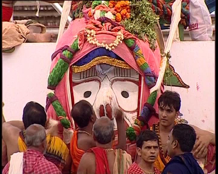 puri , snana purnima- two detain for trying touchin mahaprabhu