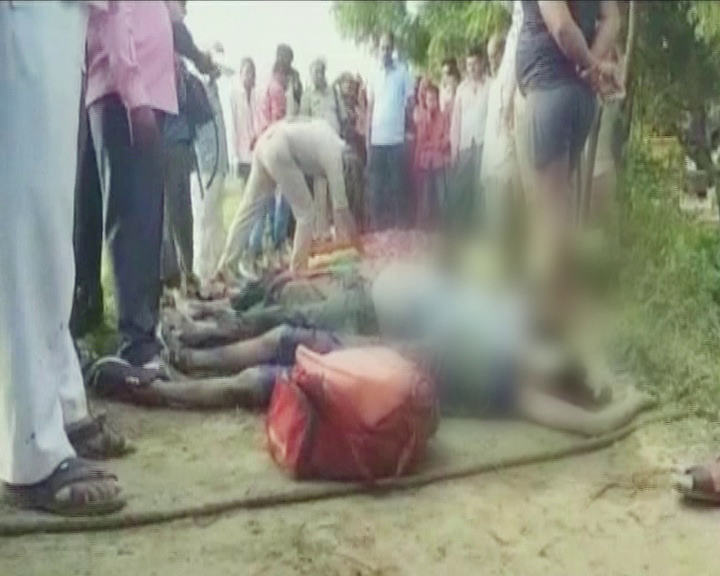 car accident in up, 10 dead
