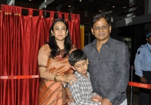 raghuvir-yadav-with-wife-and-son-at-premiere-of-movie-gandhi-to.jpg