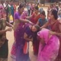telangana-women-saree-fight_