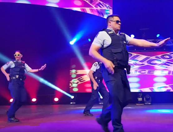 new-zealand-police-officers-dance-viral-video