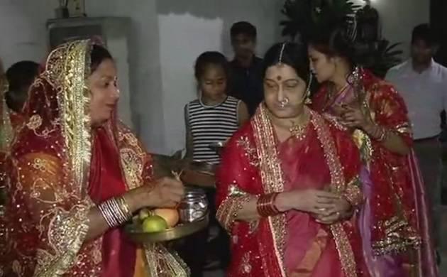 sushma-swaraj-celebrates-karwa-chauth