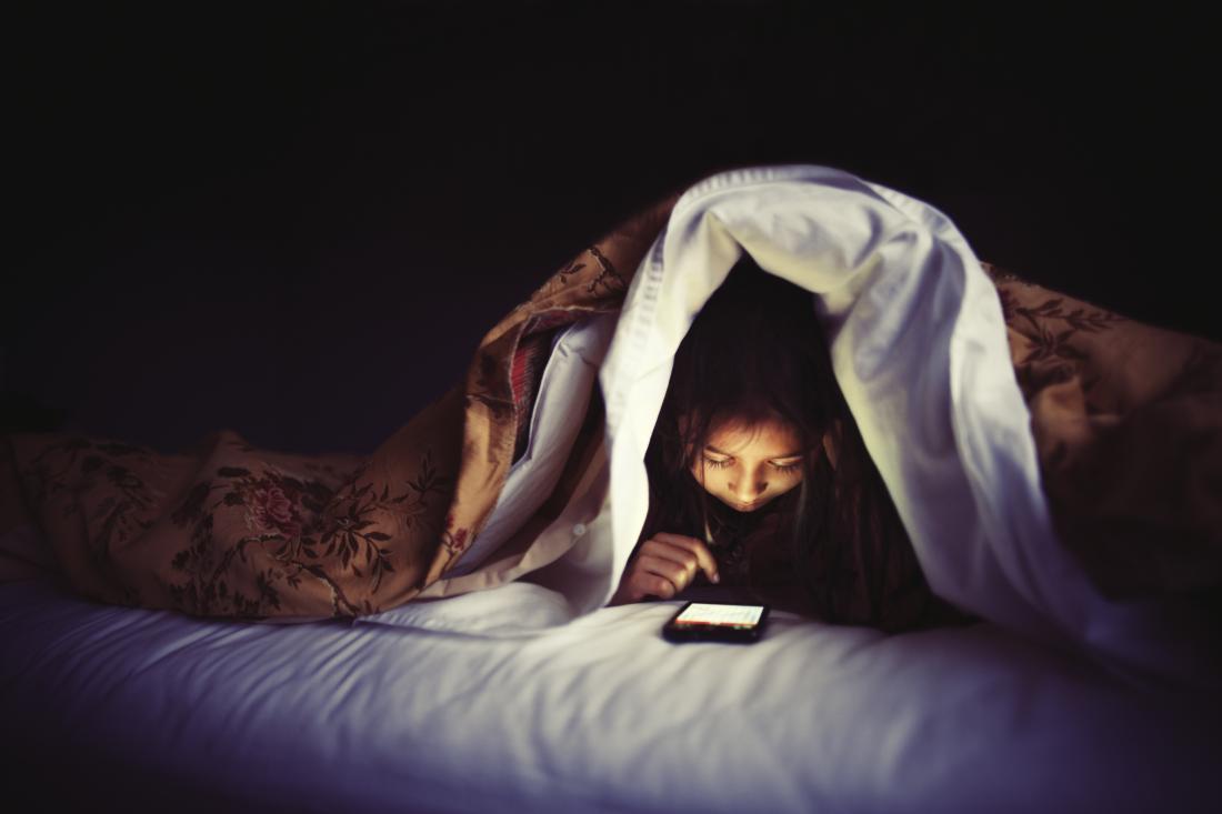 smart PHONE USE IN NIGHT