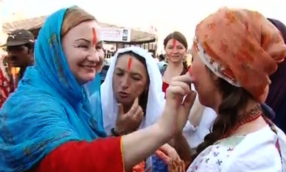 foreigner celebrate holi