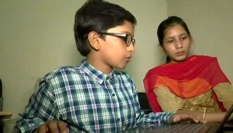 Hyderabad_11_Year_Old_Class_7_Boy_Teach_BTech_MTech_Students_1