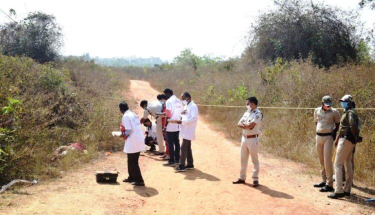 Beheaded-body-of-woman-found-on-roadside-in-Bhubaneswar-1024×548