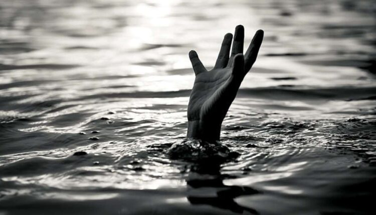 drown-in-water
