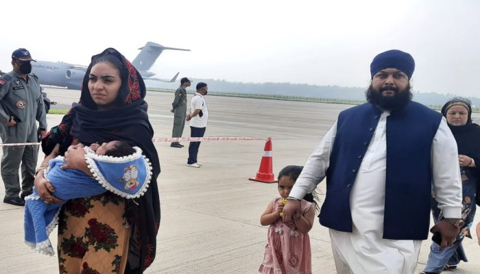 Afghanistans-MP-Narender-Singh-Khalsa-breaks-down-as-he-reaches-India-from-Kabul-2