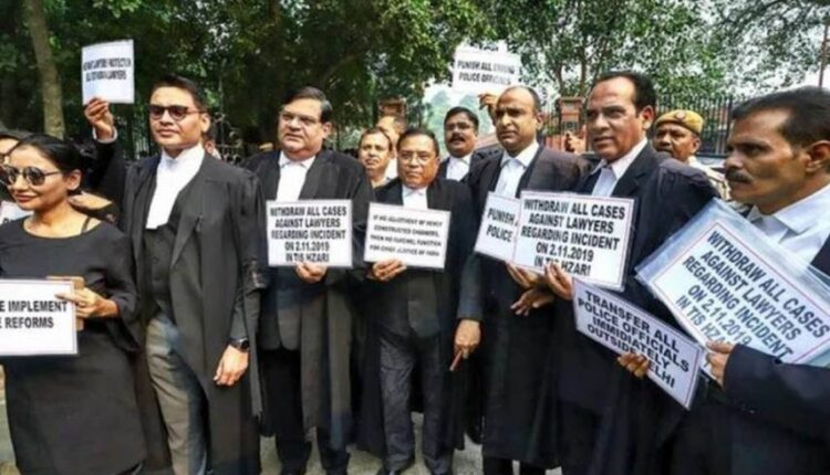Lawyers-protest-pti_630_630_571_855