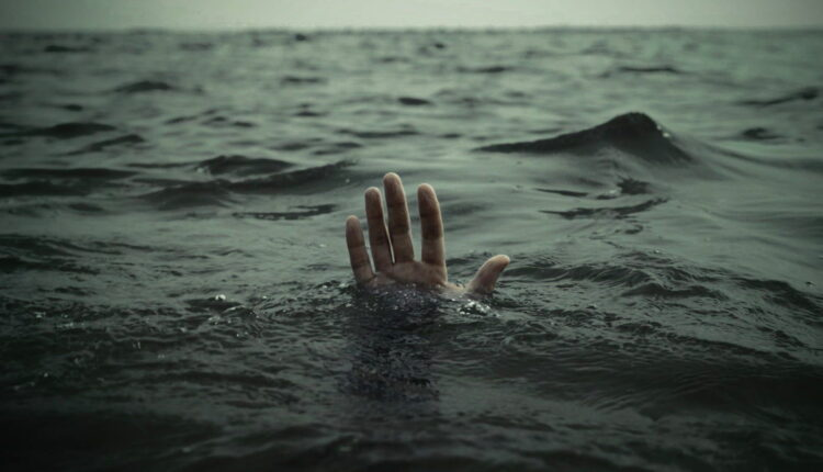 water-death-drowning-person-wallpaper