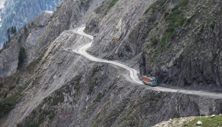 Zojila-pass-road-JK