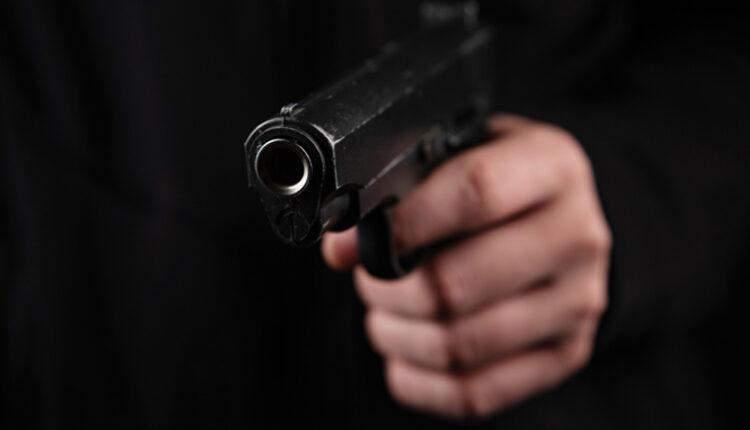 murder-gun-hand-shot-shut