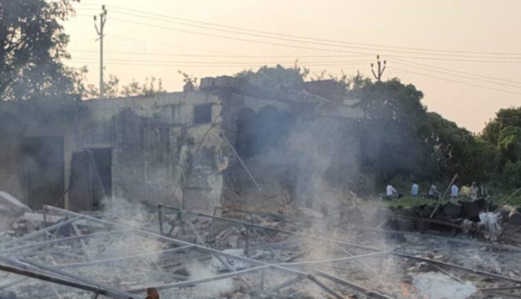 शामली-के-कैराना-में-अवैध-पटाखा-फैक्ट्री-में-विस्फोट-4