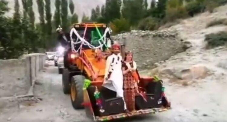 Pakistan-Couple-on-JCB