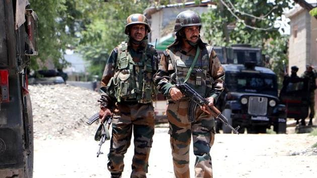 anantnag-soldiers-stand-district-encounter-site-sirhama_266cd62c-c54f-11ea-a57f-96923ad3ab86